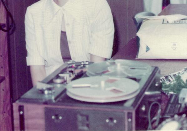 オープンリールのテープレコーダー